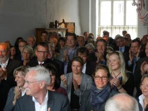 Zum Schluss gab es stehenden Applaus für die Leistungen von Dirk Wäcken für die BRÜCKE Lübeck und die Versorgung psychisch erkrankter Menschen in der Hansestadt und Umgebung