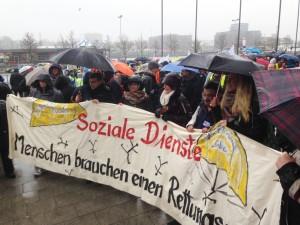 Trotz Wind und Wetter: 3.500 Demonstranten in Kiel