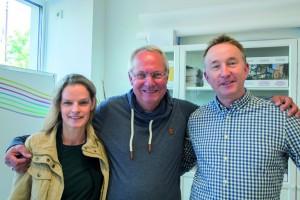 Bettina Skambracks, Jochen Bauer (Mitte, jetzt in Pension) und Jörg Hönke von der Digitaldruckerei.  Foto: Carolin Schilling