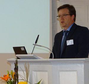 BRÜCKE-Geschäftsführer Frank Nüsse eröffnete die Tagung über die Neuordnung der Eingliederungshilfe