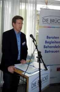 Frank Nüsse, Geschäftsführer der BRÜCKE gGmbH, begrüßte die Teilnehmer des Workshops