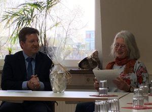 BRÜCKE-Geschäftsführer Frank Nüsse mit Hiltrud Kulwicki bei ihrer Abschiedsfeier