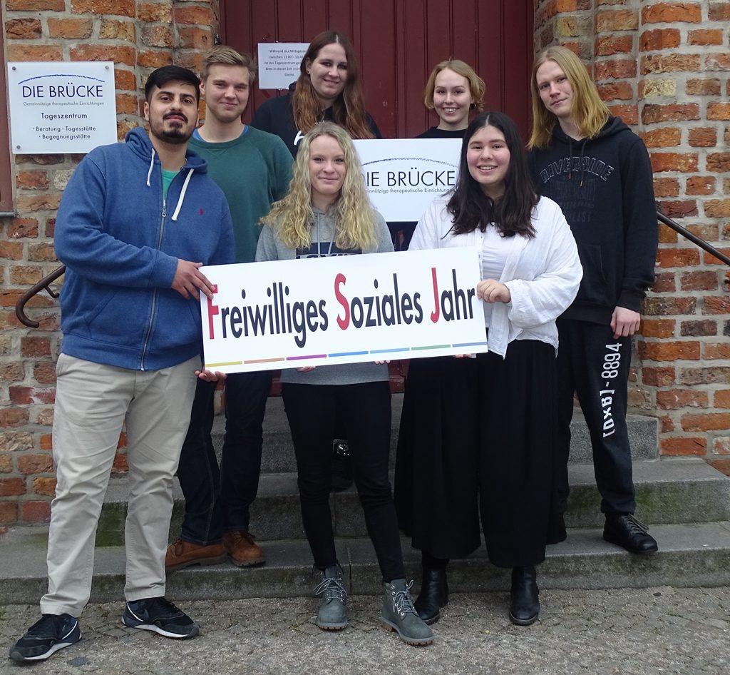 Sie gehören derzeit zum FSJ-Team bei der BRÜCKE und sind in verschiedenen Einrichtungen tätig.