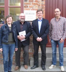 Inga Gottschalk und Spyridon Aslanidis (links) vom Forum für Migrantinnen und Migranten besuchten die BRÜCKE: Geschäftsführer Frank Nüsse (Geschäftsführer DIE BRÜCKE) und Oliver Schulz (Tageszentrum DIE BRÜCKE).