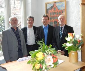 Peter Bruhn (ehemaliger Geschäftsführer), Bernd Kreuder-Sonnen (BRÜCKE-Verein), Frank Nüsse (Geschäftsführer seit 01.01.2014) und Dirk Wäcken (Gründungs-Geschäftsführer), von links