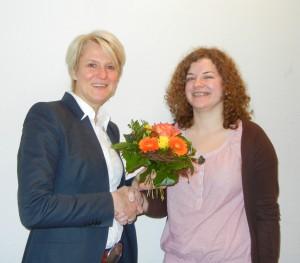 """Personalleiterin Stefanie Bender gratulierte zur abgeschlossenen Ausbildung und wünscht für das Studium """"alles Gute"""""""