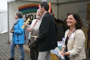 Organisierte den Drum Cycle auf dem Lübecker Marktplatz: Kathrin Roßberg (ganz rechts), Bereichsleitung WOHNEN bei der BRÜCKE Lübeck