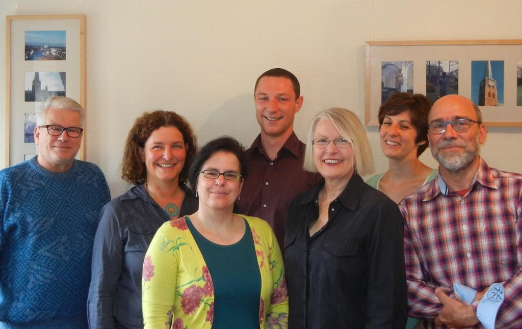 Die SPD-Bundestagsabgeordnete Garbriele Hiller-Ohm (3. von rechts) zu Besuch bei der Inklusions-AG der BRÜCKE.