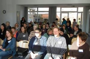 """Der BRÜCKE-Workshop zum Thema """"Barrierefreiheit für psychisch kranke Menschen"""" war mit rund 50 Teilnehmern aus Sozial- und Gesundheitsbereichen gut besucht"""