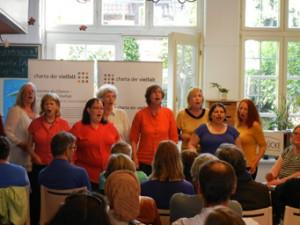 Zum Abschluss der Veranstaltung sang der BRÜCKE-Chor in mehreren Sprachen