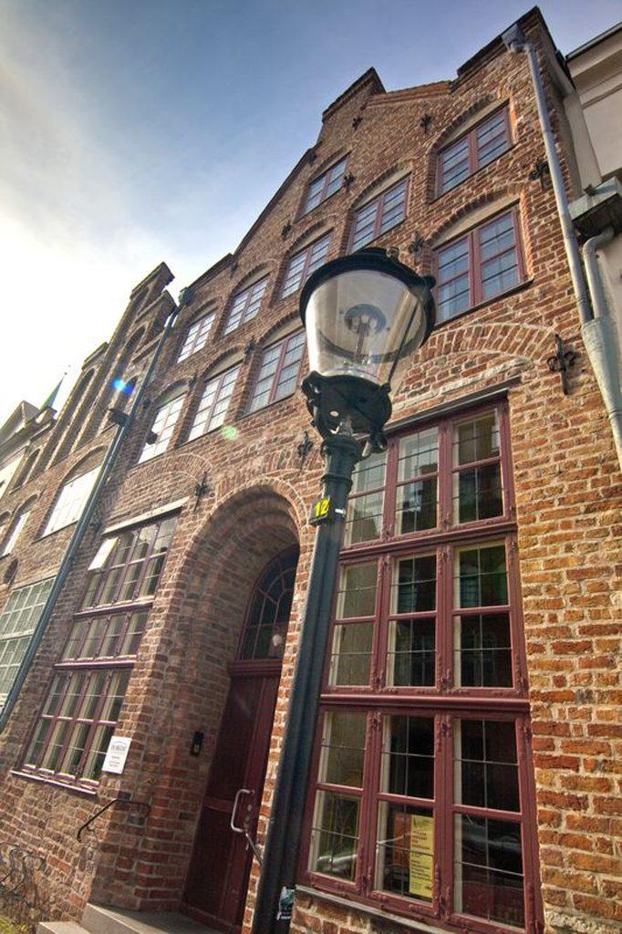 Das Tageszentrum in der Engelsgrube 47 ist denkmalgeschützt. Es beinhaltet einige Einrichtungen der BRÜCKE, z.B. auch die Beratungsstelle.